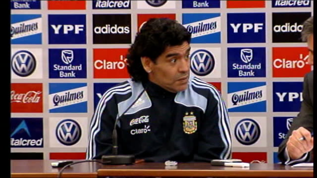 Diego Maradona tells Scotland that England should never have won the World Cup SCOTLAND Glasgow INT Diego Maradona nodding at press conference and...