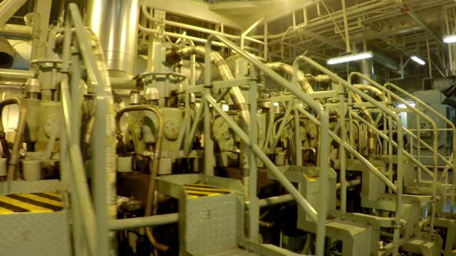 stockvideo's en b-roll-footage met dieselmotor van schip - machinekamer