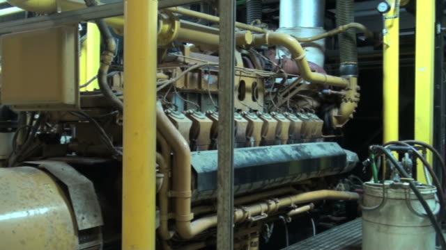 stockvideo's en b-roll-footage met diesel engine - machinekamer