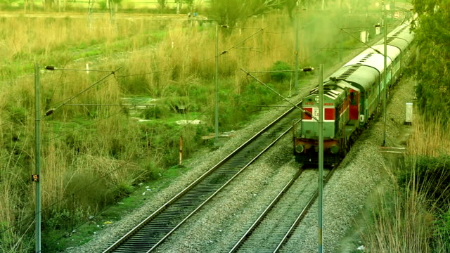 vídeos y material grabado en eventos de stock de diesel de tren - estación de tren