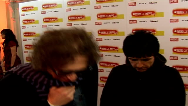 dieselumusic awards 2006 interviews general views of mick rock and johnny marr posing for photocall / mick rock and johnny marr interview sot on just... - ジョニー マー点の映像素材/bロール