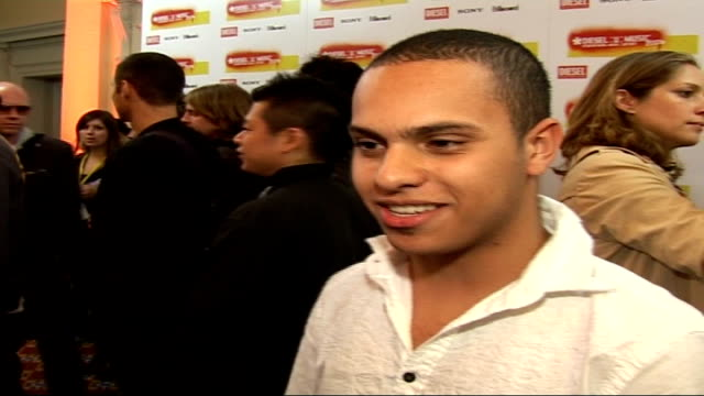 DieselUMusic Awards 2006 interviews MC Deux interview SOT Introduces himself / Thinks London is pretty cool / Doesn't know which UK artist he'd like...