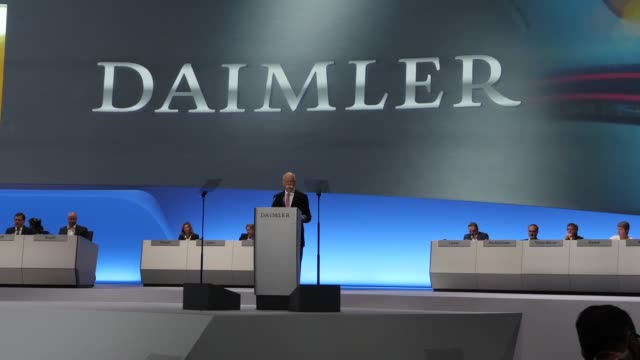 dieter zetsche, chairman of daimler ag, speaks at the annual daimler ag shareholders meeting on may 22, 2019 in berlin, germany. daimler has... - 年次イベント点の映像素材/bロール