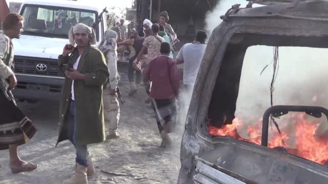 diez personas fallecieron el lunes en un ataque yihadista contra un edificio gubernamental al sur de yemen que tambien costo la vida a 10 agresores... - edificio gubernamental stock videos and b-roll footage
