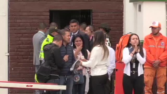 actualizacion diez personas murieron incluida una cadete ecuatoriana y 65 quedaron heridas tras la explosion el jueves de un coche bomba en una... - luto stock videos and b-roll footage