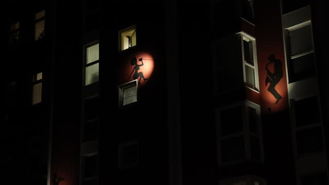 different musicians are depicted on a house facade in the district moabit under a four-week semi-lockdown during the second wave of the coronavirus... - 金管楽器点の映像素材/bロール