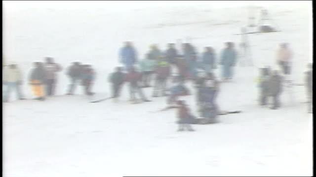 different skiers riding in mogul championship in killington, vermont - freistil skifahren stock-videos und b-roll-filmmaterial