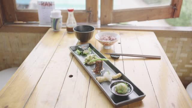 玄米と一緒に異なる豆腐セットメニュー。 - 玄米点の映像素材/bロール