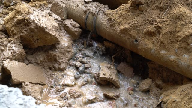 dig a road - plumber stock videos & royalty-free footage