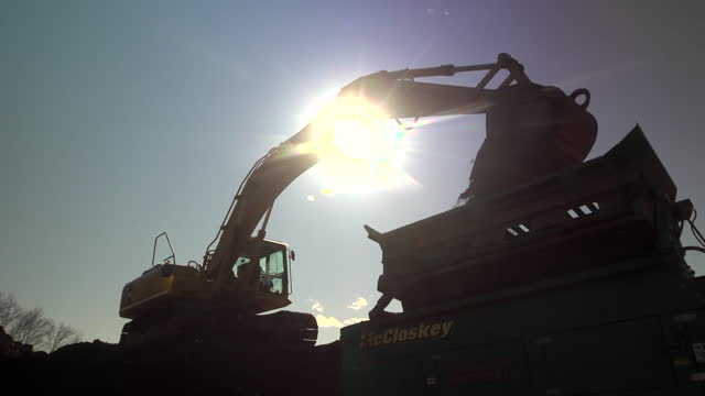 a digger at a quarry - quarry stock videos & royalty-free footage
