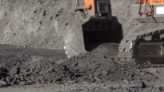 digging coal - coal mine stock videos & royalty-free footage
