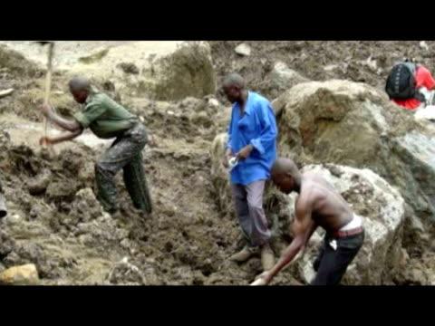 vídeos y material grabado en eventos de stock de digging for bodies villagers carrying coffin updf soldier and volunteer digging for body cu digging cu various volunteer digging - volcán extinguido
