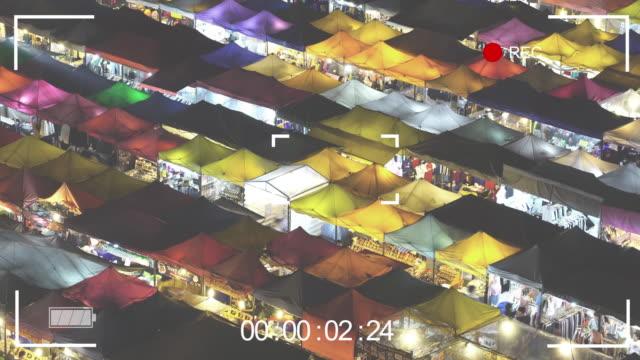 vidéos et rushes de interface d'affichage numérique. viseur de l'appareil en appel. vidéo se fond night market. - but égalisateur