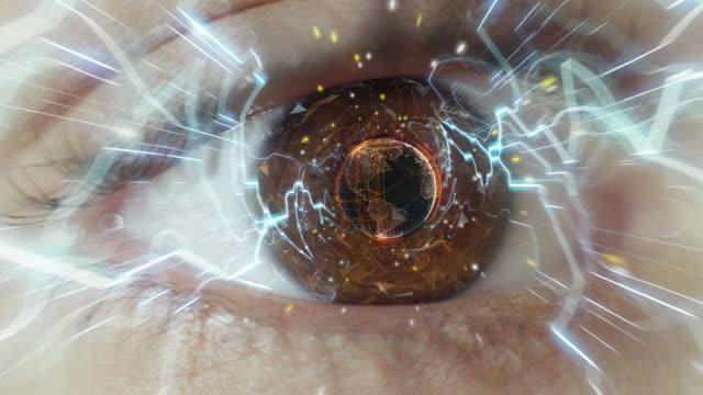 digital occhio. informations viaggio - occhi marroni video stock e b–roll