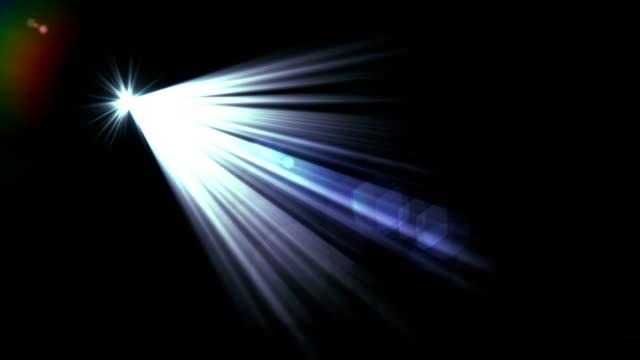 vídeos de stock, filmes e b-roll de reflexo de lente digital sobre fundo preto. efeito de reflexo de lente no espaço. - elemento de desenho