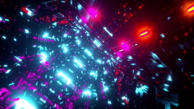 デジタル金属宇宙船のインテリア。ネオンカラーのライト - 宇宙船点の映像素材/bロール