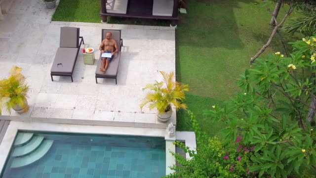 digital nomad at work in villa - sunbathing stock videos & royalty-free footage