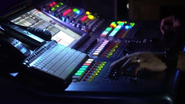 stockvideo's en b-roll-footage met digital sound bestuur - stereo
