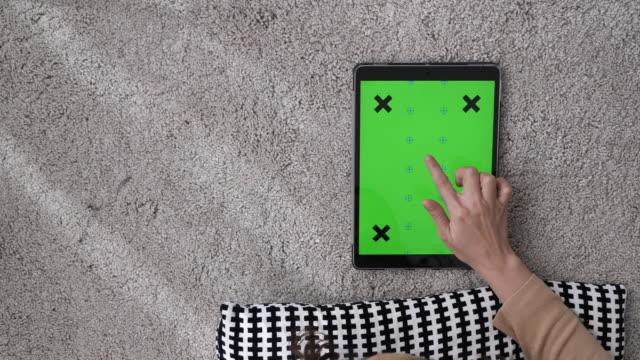 digital tablet green screen - pinching stock videos & royalty-free footage