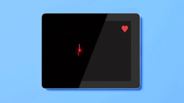 vídeos y material grabado en eventos de stock de pantalla de tableta digital con diagrama ekg sobre fondo azul - frecuencia