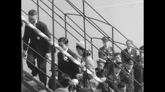 dignitaries climb gangway / prince hitachi masahito and princess suga takako climb gangway / various shots of crown prince akihito walking with... - japanese script stock videos & royalty-free footage