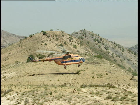 dilapidated uzbek military helicopter lands on mountainous region uzbekistan - ムラがある点の映像素材/bロール
