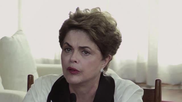 dilma rousseff anuncio el viernes que tras su destitucion dejara brasilia y se mudara a porto alegre desde donde opondra resistencia al gobierno de... - alegre stock-videos und b-roll-filmmaterial