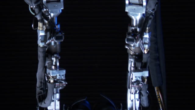 vídeos y material grabado en eventos de stock de dim light illuminates a metal human exoskeleton. - articulación humana