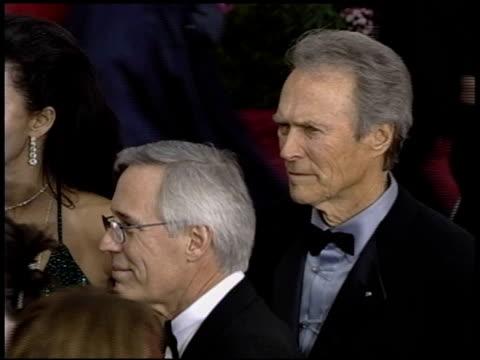 vidéos et rushes de dina eastwood at the 2004 academy awards arrivals at the kodak theatre in hollywood, california on february 29, 2004. - 76e cérémonie des oscars