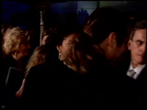 vídeos de stock e filmes b-roll de dina eastwood at the 2004 academy awards ballroom at the kodak theatre in hollywood california on february 29 2004 - 76.ª edição da cerimónia dos óscares