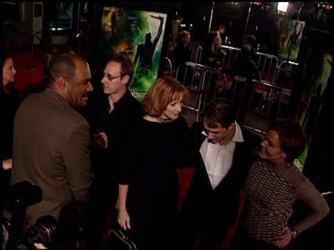 vidéos et rushes de dina meyer at the 'star trek nemesis' premiere at grauman's chinese theatre in hollywood california on december 9 2002 - dina meyer