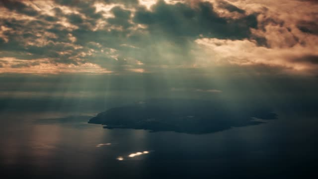 dinaric coastline, brac island under a dramatic sky, biokovo, croatia - ブラック島点の映像素材/bロール