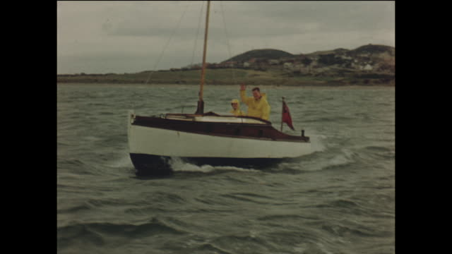 vídeos de stock, filmes e b-roll de dinghy sailing in conwy bay, wales - home movie