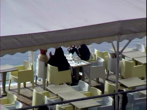 のお食事をお楽しみいただけるリバーボートでツールーズフランス - トゥールーズ点の映像素材/bロール
