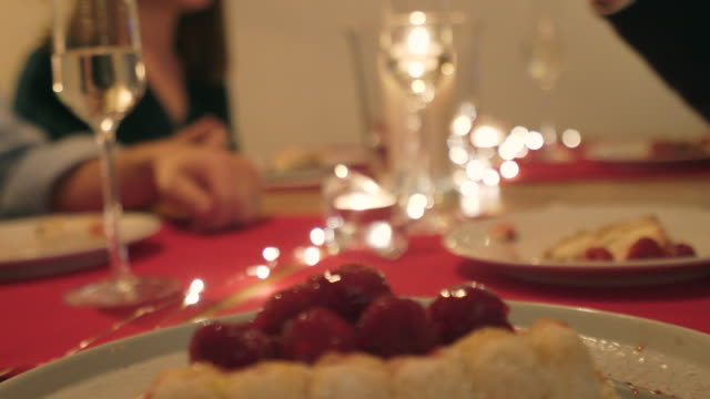 vidéos et rushes de dîner ensemble. - anniversaire d'un évènement