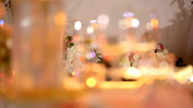 結婚披露宴での夕食のテーブルの設定。 - 準備点の映像素材/bロール
