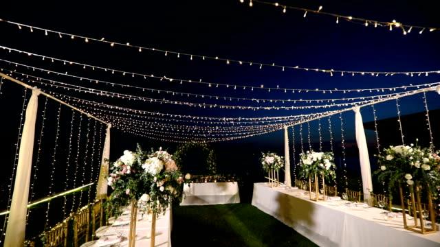 vídeos de stock e filmes b-roll de dinner table setting at wedding reception. - banquete