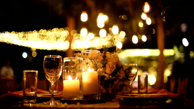 vídeos de stock e filmes b-roll de dinner table setting at wedding reception. - candlelight