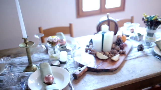 dinnerparty retro - food styling stock videos & royalty-free footage