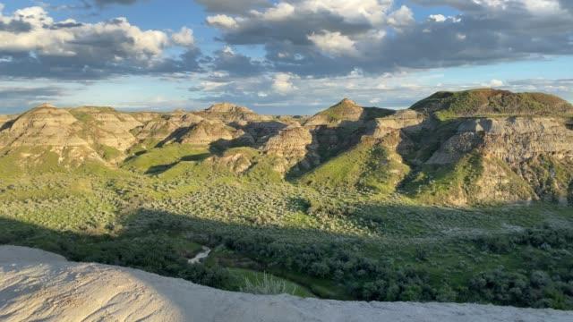 カナダ アルバータ州恐竜州立公園 - 化石点の映像素材/bロール