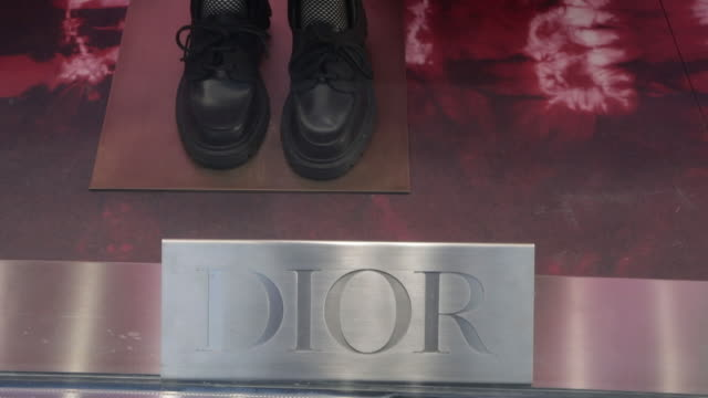 dior and louis vuitton boutiques near place vendôme, paris, france, on tuesday, july 28, 2020. - ブランド ルイヴィトン点の映像素材/bロール