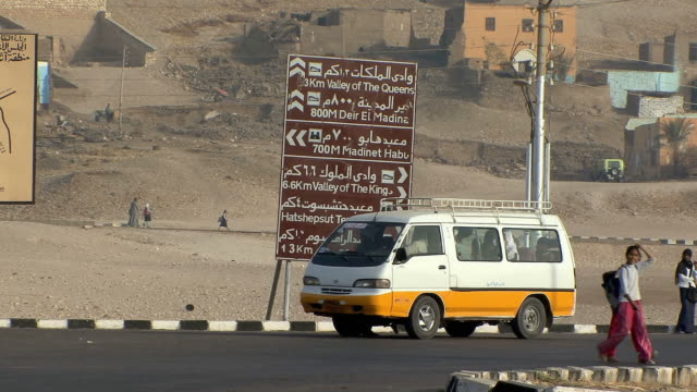 ws directional signs at bus stops in front of kuna village, egypt - arabic script stock videos & royalty-free footage