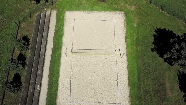 ビーチバレーコートの真上 - ゴールポスト点の映像素材/bロール