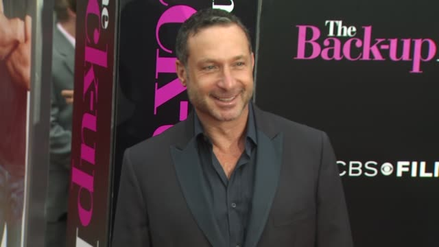 director alan poul at the 'the backup plan' premiere at westwood ca - stoppelbart stock-videos und b-roll-filmmaterial