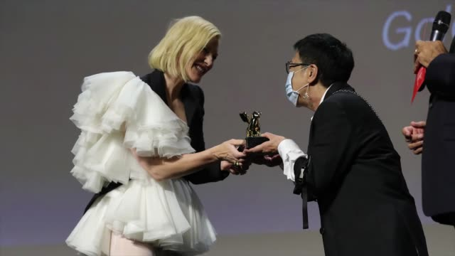 director ann hui receives a golden lion award for lifetime achievement from jury president of the 77th venice film festival cate blanchett at the... - 生涯功労賞点の映像素材/bロール