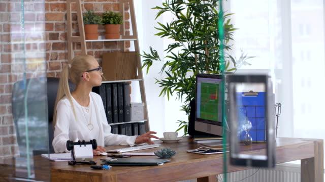 stockvideo's en b-roll-footage met director checking/ debica/ poland - financieel item