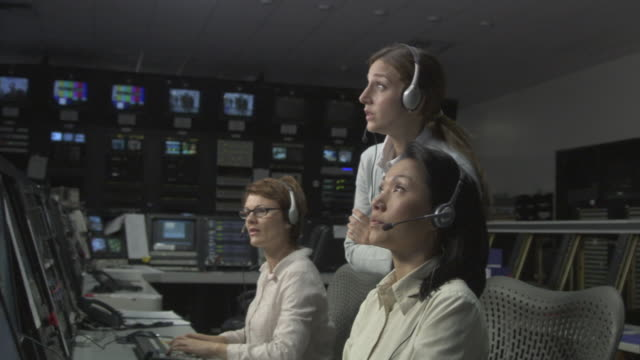 ms director congratulating two businesswomen in television studio control room / culver city, california, usa - kontrollraum stock-videos und b-roll-filmmaterial