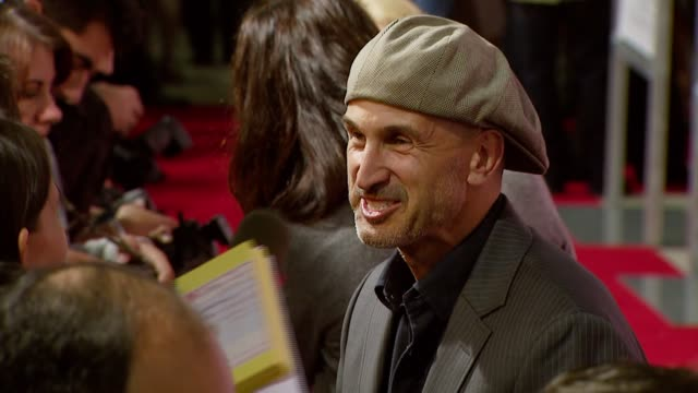 vidéos et rushes de director craig gillespie at the 'lars and the real girl' los angeles premiere at academy of motion picture arts and sciences in beverly hills... - academy of motion picture arts and sciences