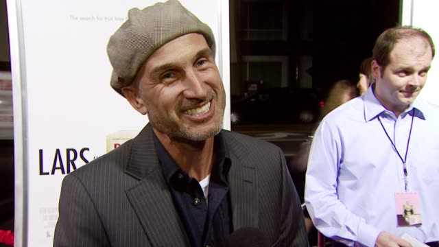 vidéos et rushes de director craig gillespie on working with the doll as a character in the film at the 'lars and the real girl' los angeles premiere at academy of... - academy of motion picture arts and sciences