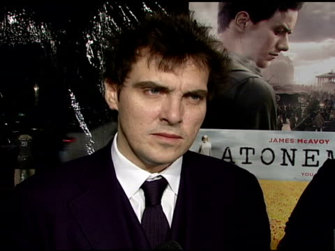 director joe wright on the film, challanges he faced, working with the cast, and the film's message at the 'atonement' film premiere at null in los... - ジョーライト点の映像素材/bロール